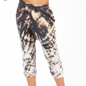 2/20Hard Tail Forever Harem yoga crop pants